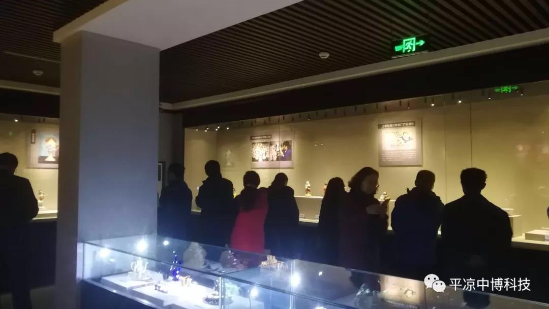 自助讲解,让华亭市博物馆精品瓷器讲述文物背后的故事!